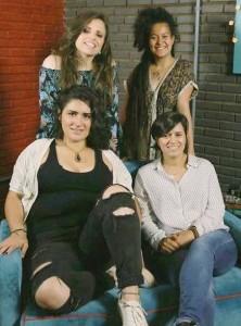 Laira Campos e Julia Alves (em pé),e Rosália Garcia Hernandez e Virginia Vieira