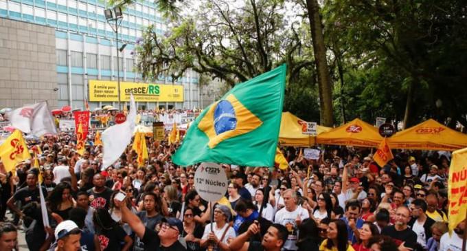 GREVE/MAGISTÉRIO : Protesto acaba em tumulto na capital