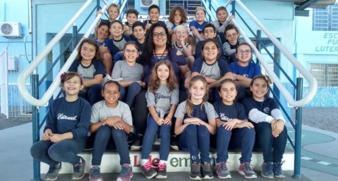 FEIRA DO LIVRO : Escola Emanuel e seus pequenos autores