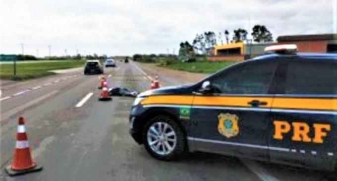 BR-392  : Homem morre atropelado por carreta