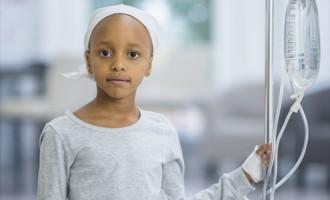 A cada dia, mais de 20 crianças e adolescentes são diagnosticadas com câncer pelo SUS