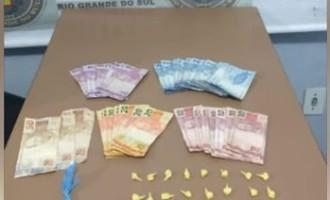 FLAGRANTE : Traficantes são presos  com crack e cocaína