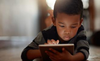 Aprovado projeto que prevê advertência sobre o uso de telas eletrônicas por crianças