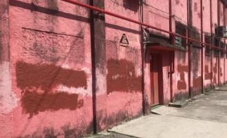 BRASIL : Treinos dentro, protestos fora