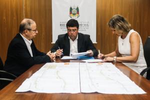CONVÊNIO com o governo estadual foi assinado ontem pela prefeita Paula Mascarenhas