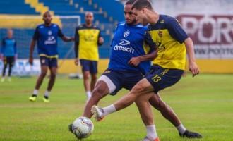 CAMINHOS À BOCA DO LOBO :  Pelotas recebe o Esportivo em noite de preparação