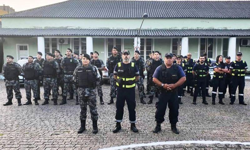 Trabalho conjunto da Brigada, Agentes de Trânsito e Guarda Municipal   FOTOS: Evaldo Gomes