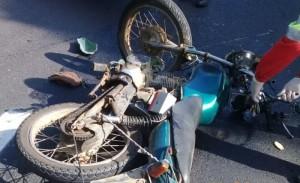 Moto conduzida por Maurício Wolter colidiu num caminhão