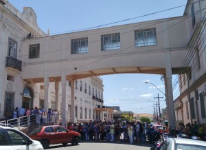 MANIFESTAÇÃO ocorreu ontem à tarde em frente ao hospital
