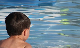 Atenção com as crianças na água deve ser permanente