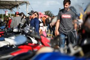 Tradicional evento reúne shows de rock, concurso Garota Moto Rock e arrecadação de alimentos