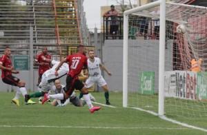 Empate teve o gol contra do lateral Ávila em jogada de Jarro, para testemunhas no Bento Freitas Foto: João Antônio / GE Brasil