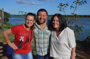 PROFESSOR Leandro Maia com as professoras Cristine Bello Guse e Giselle Molon Cecchini