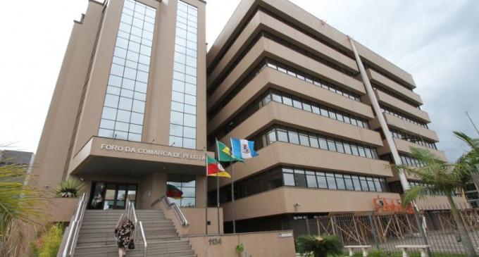 Foro de Pelotas retorna parcialmente às atividades com drive-thru