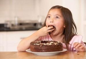 Estudos mostram que crianças que consomem alimentos com excesso de açúcar com maior frequência