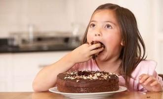 Pediatras recomendam cautela com as guloseimas e doces para as crianças