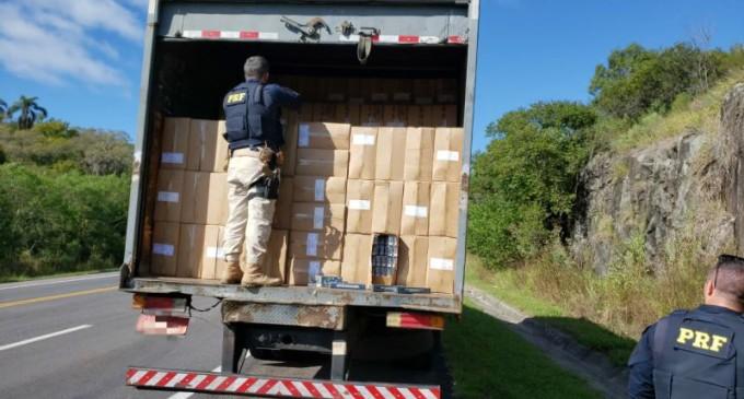 PRF prende contrabandista com carga de cigarros avaliada em mais de dois milhões de reais