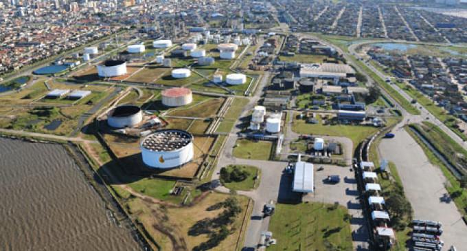Preço da gasolina para distribuidoras sobe 12%