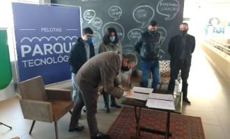 Reitoria do IFSul assina convênio com empreendedores