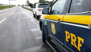 A Polícia Rodoviária Federal encontrou os exames numa Hilux