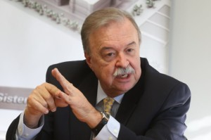 Gilberto Porcello Petry assume novo mandato