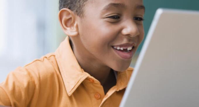 """Campanha """"Doe Educação"""" arrecada equipamentos eletrônicos para estudantes do ensino público de Pelotas"""