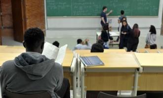 FIES : Estudantes podem suspender  pagamentos até o fim da pandemia
