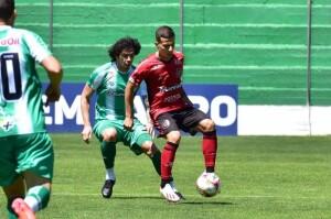 Rubro-Negro começa com tudo em dois gols de Matheus Oliveira, deixa o adversário reagir, mas sai com os três pontos no clássico gaúcho da 15ª rodada