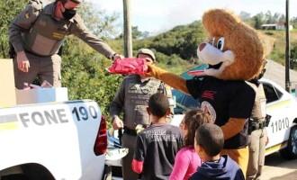 """BRIGADA : PROERD entrega doações da  campanha """"Criança Feliz"""""""