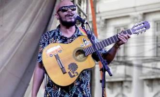 SOFÁ NA RUA :  Edição online com acústico  do músico Eduardo Freda