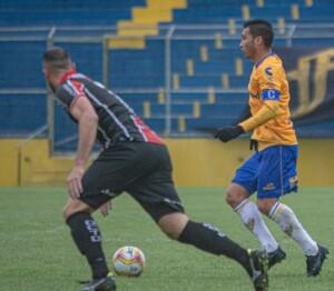 Itaqui com a bola na vitória do Pelotas por 1x0, no primeiro turno Foto: Tales Leal