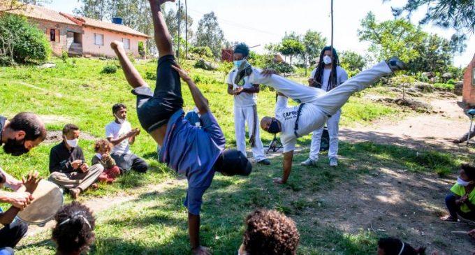 CAPOEIRA NO QUILOMBO DO ALGODÃO : Aulas gratuitas de capoeira motivaram a criação de grupos na área rural
