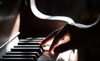 Estudo da UCPel desenvolve protocolo fisioterapêutico para tratamento de pianistas