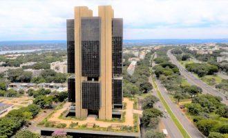 Bolsonaro sanciona projeto que dá autonomia ao Banco Central