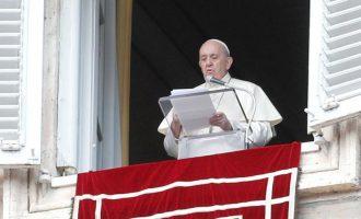 PANDEMIA : Papa reduz salários de cardeais e funcionários
