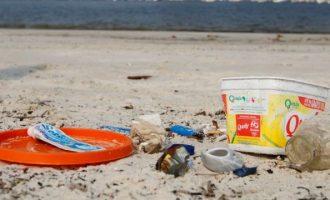 Estudo mostra que 70% dos resíduos do mar brasileiro são plástico