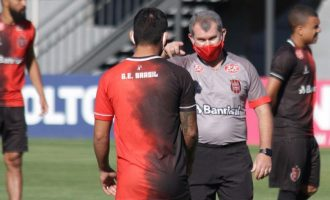 "BRASIL : Tencati lamenta ausência de jogadores: ""Desequilibra"""