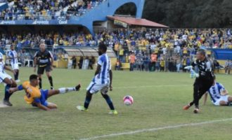 DUELO DECISIVO :  Pelotas enfrenta Esportivo na Boca do Lobo