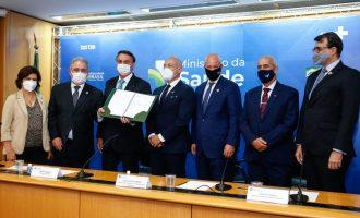 Governo formaliza contrato com Fiocruz para vacina de Oxford
