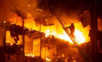 Incêndio destrói prédio da Secretaria de Segurança Pública em Porto Alegre. Dois bombeiros estão desaparecidos