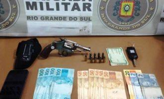 BRIGADA : Dupla é presa com arma