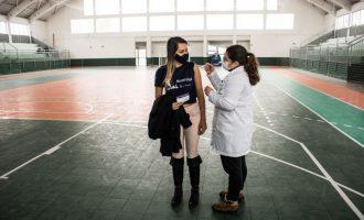 Pelotas avança na vacinação e chega até o público com 28 anos