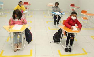 Ato marca retorno das aulas na rede municipal de ensino