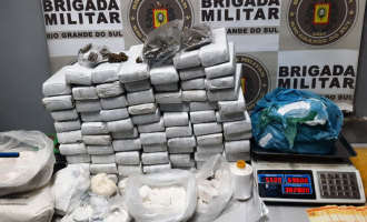 BRIGADA :  Dupla é flagrada com 50 quilos de drogas em Rio Grande